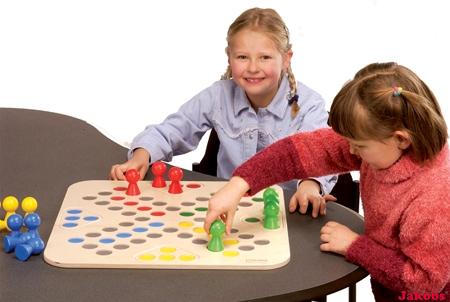 Go 4 im Karton (Spielbrett mit Spielfiguren und Würfel)