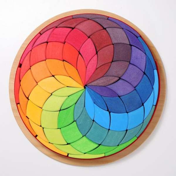 Grimms Farbspirale im Holzrahmen
